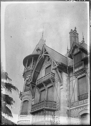 Tourelle et façade latérale : partie supérieure