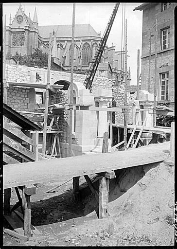 En cours de construction, échafaudages