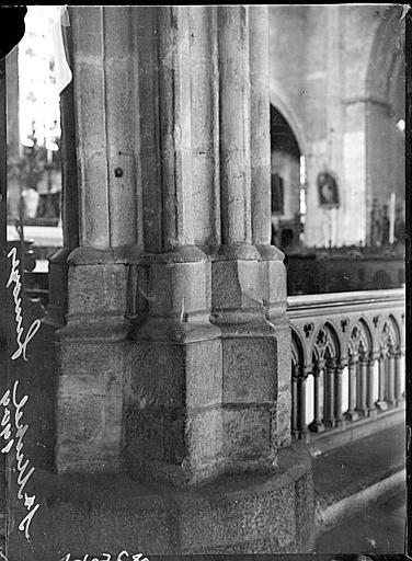 Intérieur : base d'un pilier