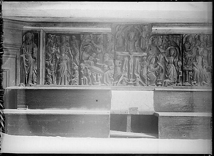 Intérieur : retable, bas-relief en albâtre