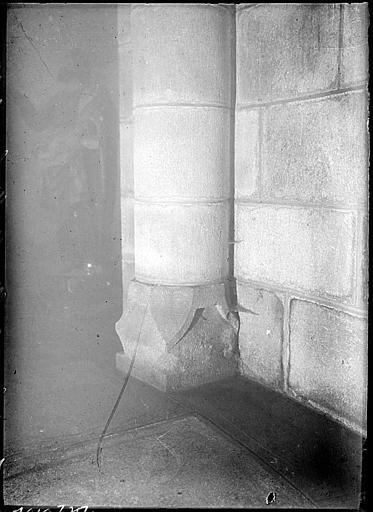 Intérieur : pilier