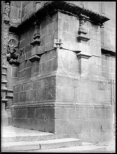 Portail ouest : détail de l'ébrasement, sculptures