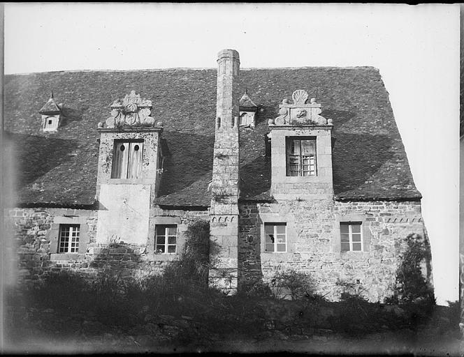 Bâtiments abbatiaux : façade sur jardin