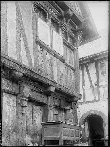 Façade de maison ancienne à pan-de-bois