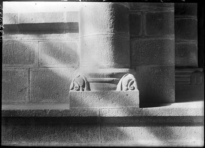 Chapiteau, motifs géométriques