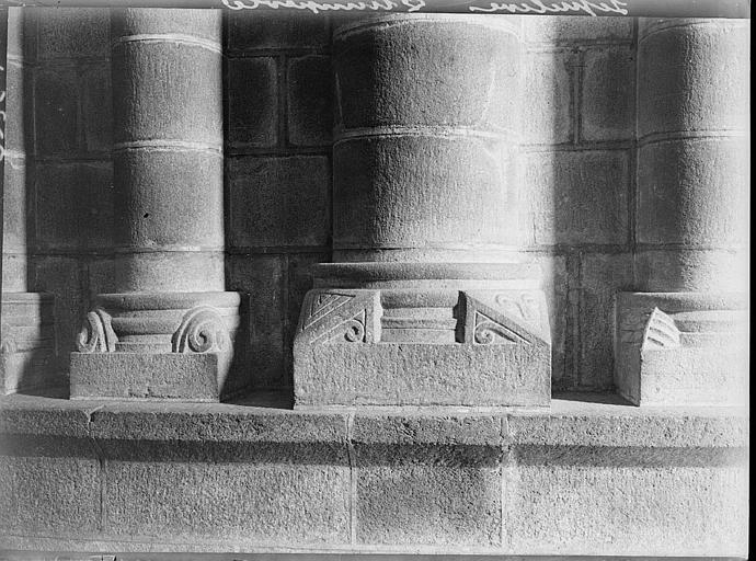 Chapiteaux, motifs géométriques