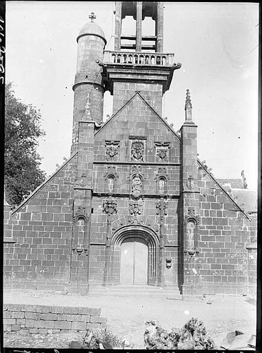 Façade ouest, portail et base du clocher