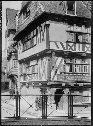 Angle de façades, boutique à l'enseigne Guezennec
