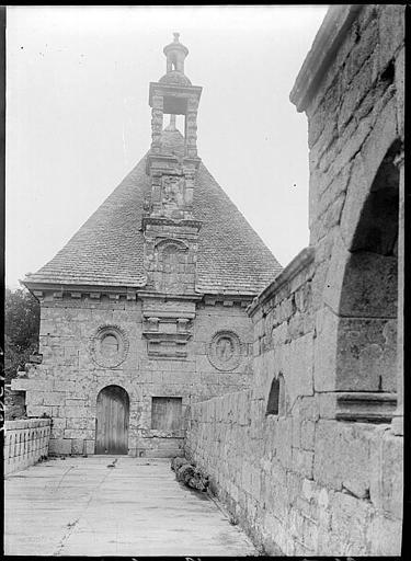 Pavillon de droite : pignon