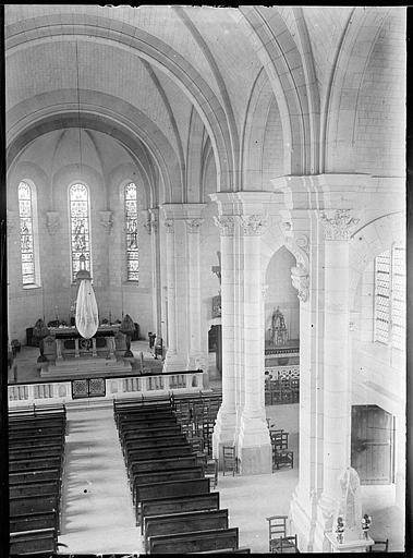 Eglise abbatiale, intérieur : la nef vers le choeur