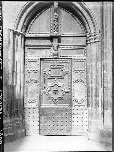 Façade ouest : porte de gauche