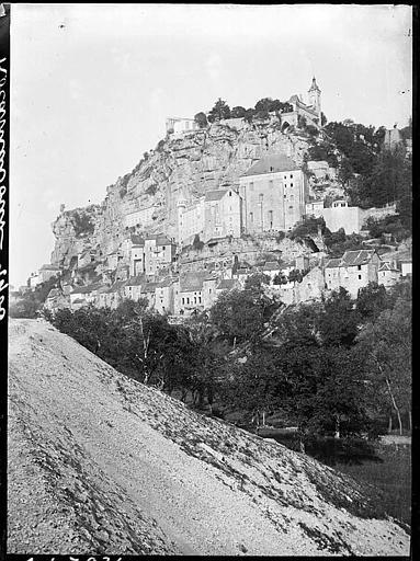 Vue générale de la citadelle sur la falaise