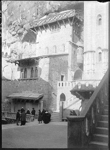 Parvis de l'église souterraine, crypte de Saint-Amadour