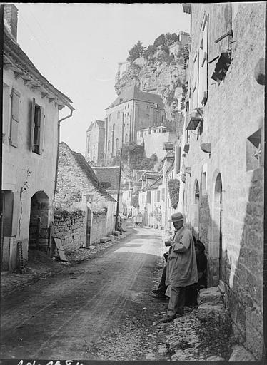 Une rue, maisons anciennes