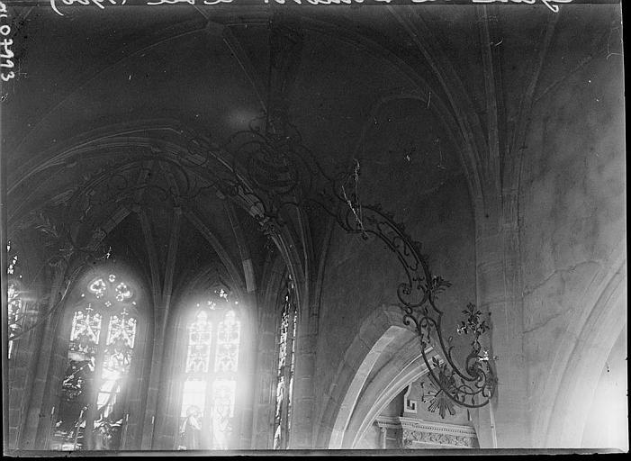 Intérieur : voûtes et vitraux