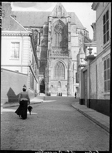 Façade sud : portail Lamoureux