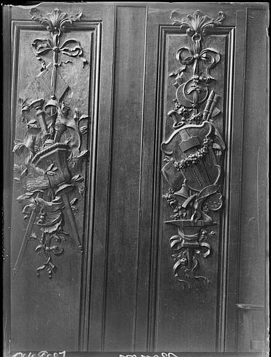 Chapelle : lambris de revêtement sculpté
