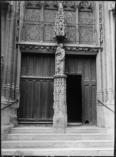 Portail sud : Vierge au trumeau, vantaux