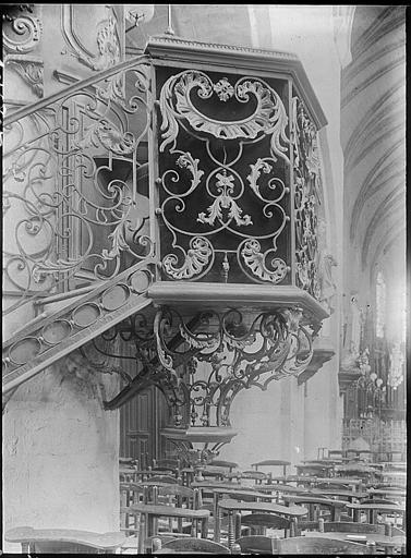 Chaire du XVIIIe siècle, détail de la base en fer forgé