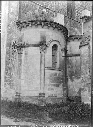 Abside à l'est : chapelle et chapiteaux