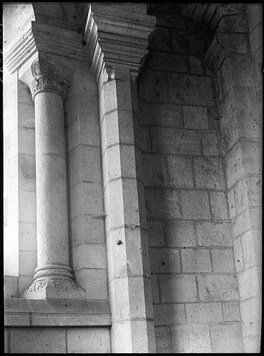 Intérieur : chapiteaux de colonnettes