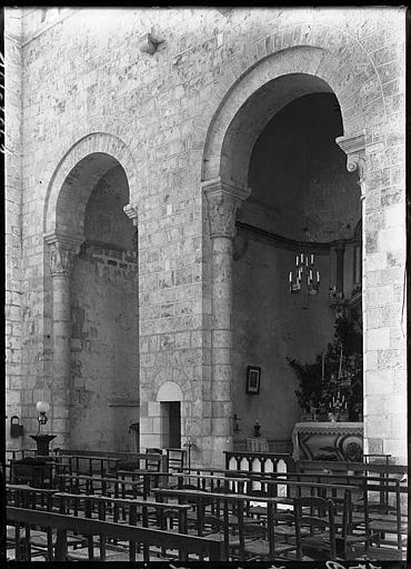 Intérieur : arcature de chapelle