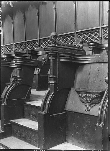 Intérieur : stalles, écoinçon