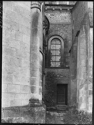 Façade latérale : fenestrage et porte