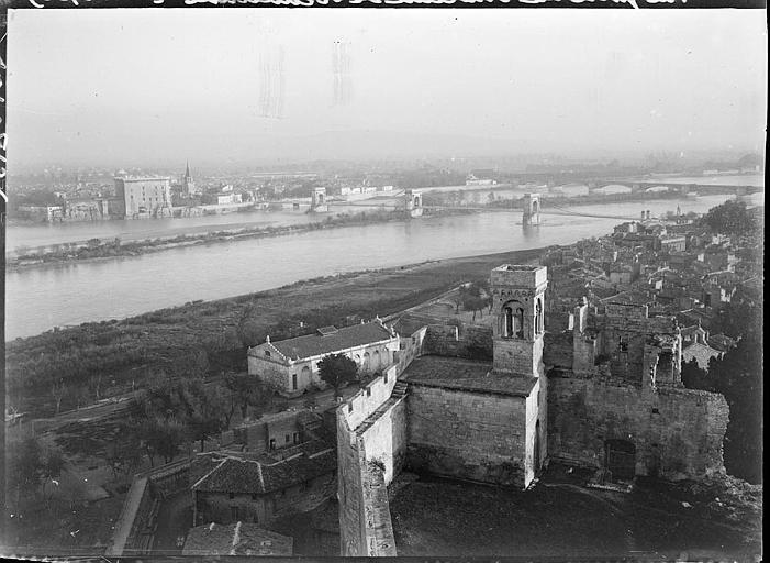 Vue générale de la ville et du Rhône prise du château