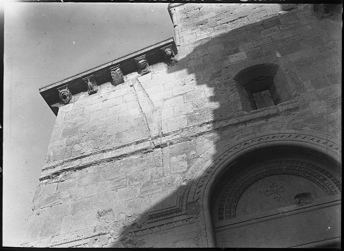 Chapelle Saint-Louis : partie supérieure de la façade vue en contrebas