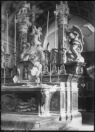 Intérieur : maître-autel en marbre