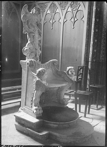Intérieur : siège en marbre