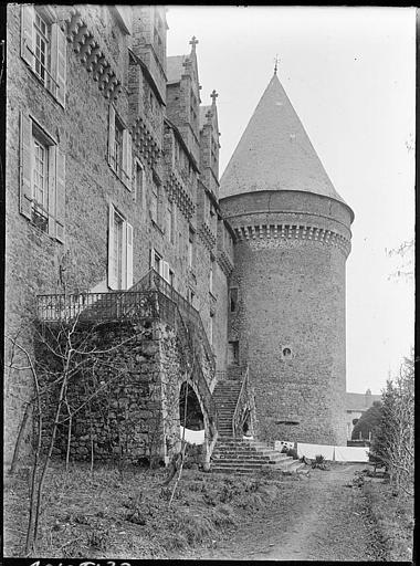 Château, actuellement musée départemental d'art contemporain et sous-préfecture de Rochechouart