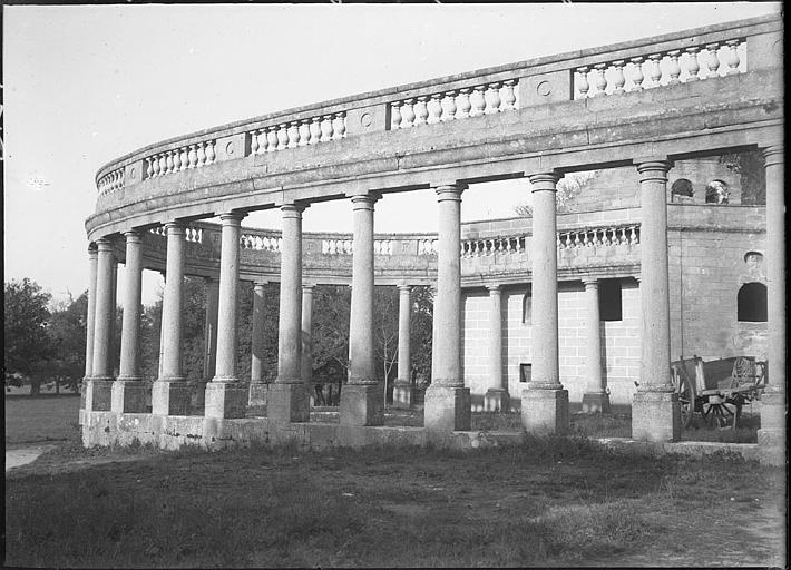 Péristyle, colonnes et balustrades