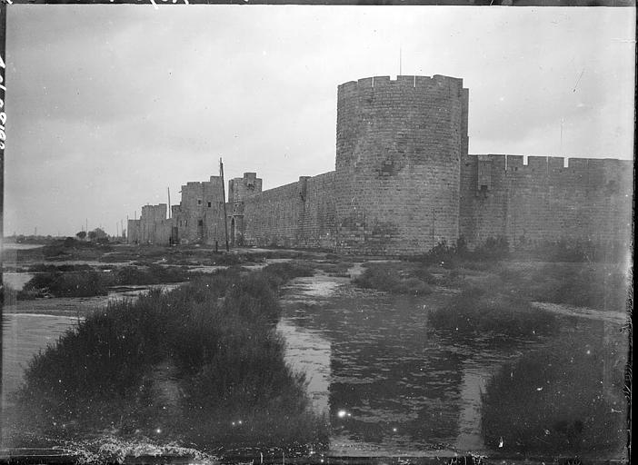 Côté est des fortifications, tour Poudrière