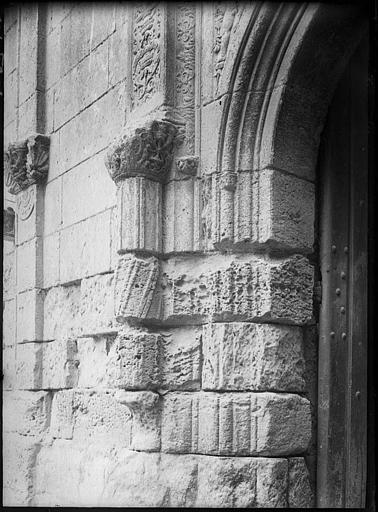 Porche d'entrée : détail du piédroit