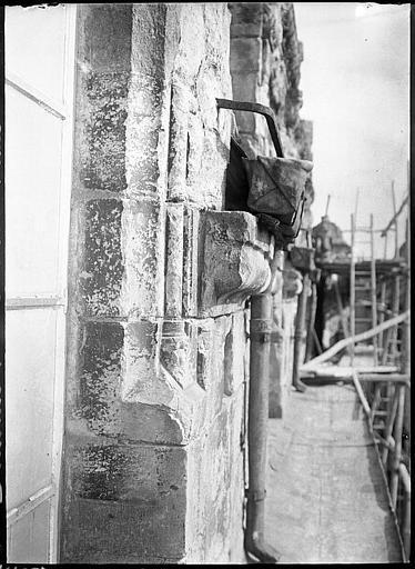 Détail d'un mur en cours de restauration
