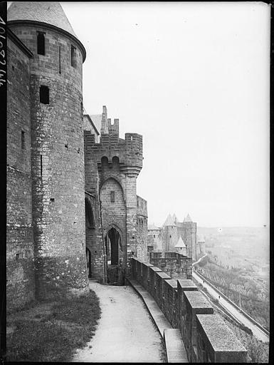 Fortifications, tours et chemin de ronde