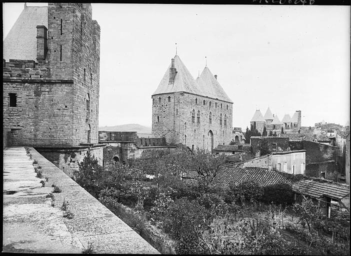Le château, remparts et maisons