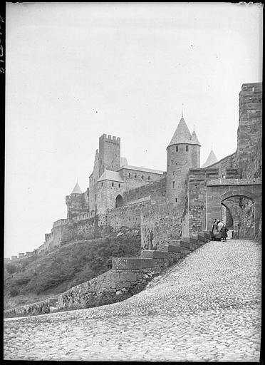 Fortifications, porte d'Aude et château