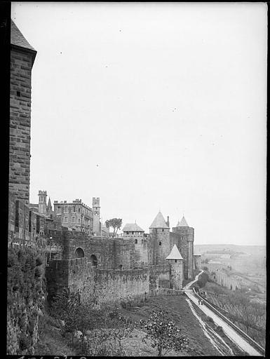 Fortifications et nombreuses tours