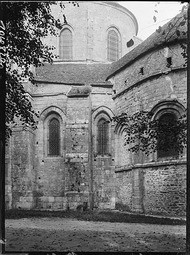 Façade latérale et abside, vue partielle