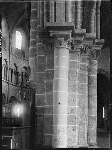 Intérieur : piliers du déambulatoire