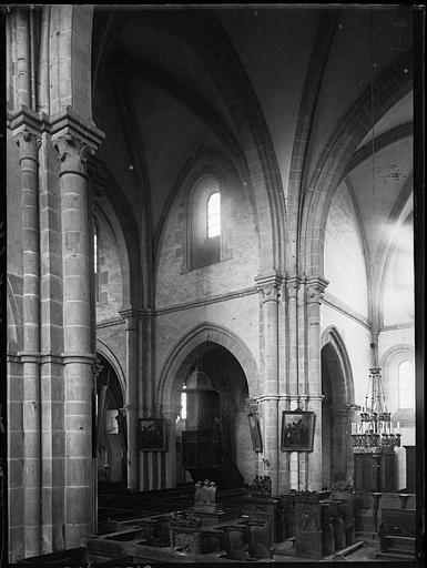 Intérieur : la nef et le bas-côté