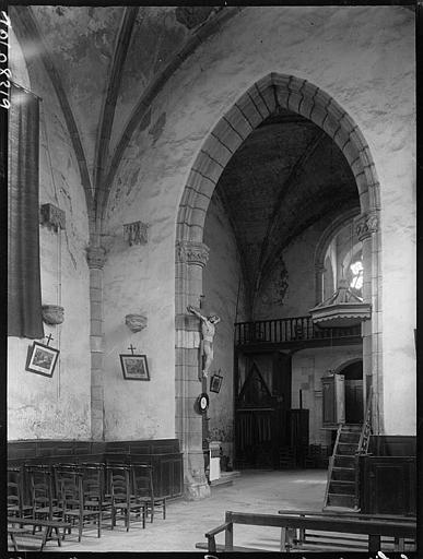 Intérieur : arcade de la nef