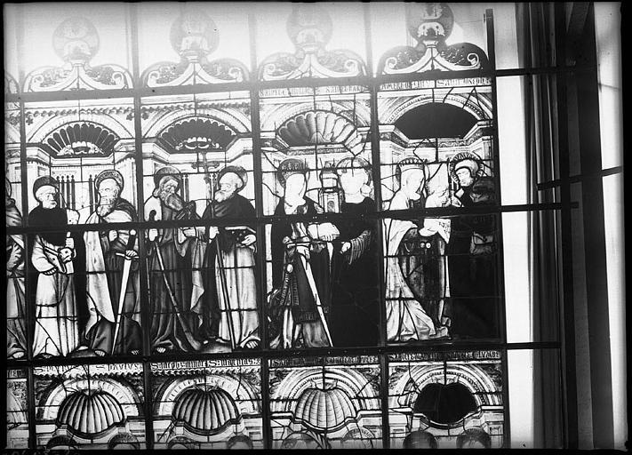 Intérieur : vitrail restauré