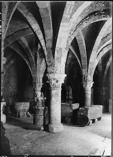 Intérieur : départ de voûtes et piliers