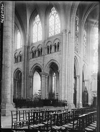 Intérieur : la nef, détail des travées, tribunes