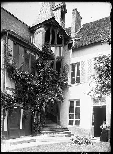 Cour intérieure : escalier extérieur