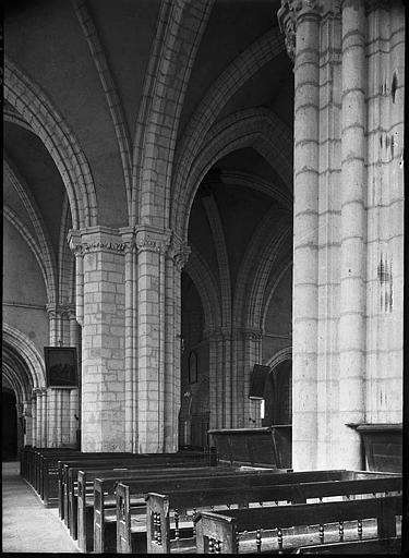 Intérieur : la nef, bas-côté